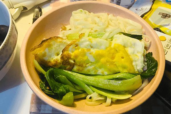 一个人不想做饭?试试青菜鸡蛋面,回家五分钟就能开饭!第七步