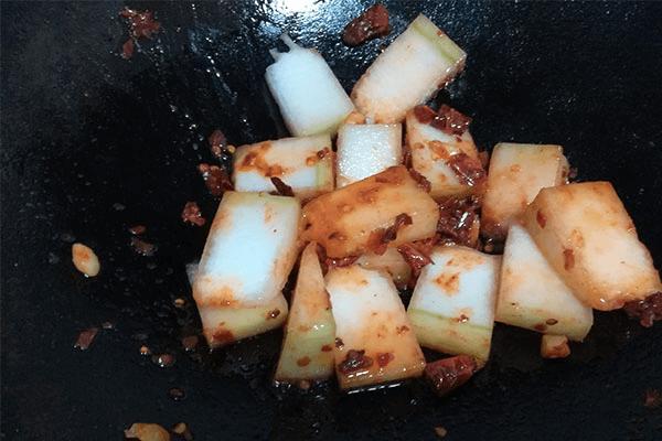 冬瓜除了烧汤还能红烧,一道五分钟出锅的红烧冬瓜教给你!第五步