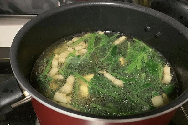 菠菜豆腐汤这样做,还怕没胃口吃饭吗第六步