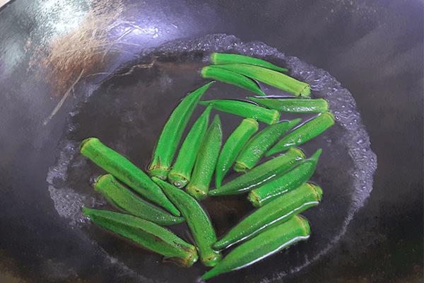 用鮮椒涼拌秋葵,保證一粒蒜和辣椒都不得浪費第六步