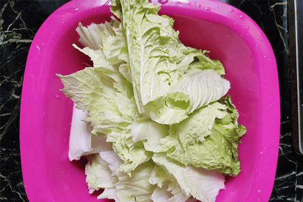 炒包菜最大众的做法,学会这一招,就能举一反三,学会炒白菜!第一步