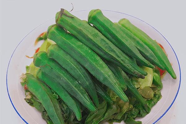用鮮椒涼拌秋葵,保證一粒蒜和辣椒都不得浪費第七步