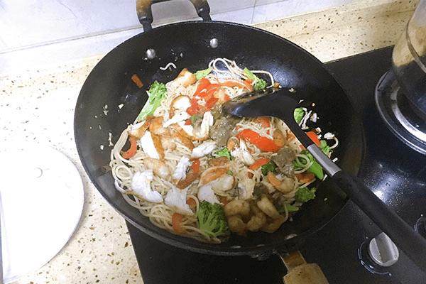 入门级西式料理:黑胡椒虾仁海鲜意面第十一步