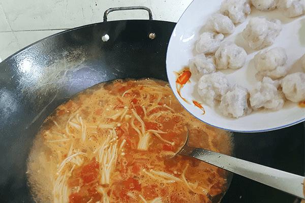 美极鲜极金针菇番茄虾滑汤,不需要配饭,大口吃虾滑就对了!第八步