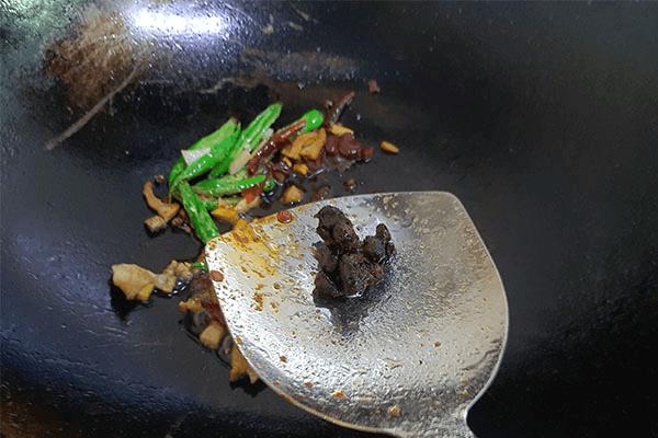 去年臘肉還沒吃完就試試蒜苗炒臘肉,幫你快速消滅家里囤貨第五步