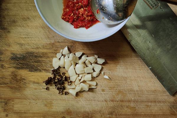 這樣炒土豆片,不用加雞精也能美味一百分第二步