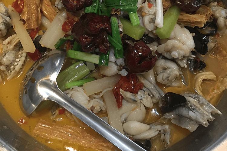 有那么一家既能吃鲜嫩的麻辣牛蛙又能吃火辣的水煮鱼,川菜爱好者不想尝一尝吗