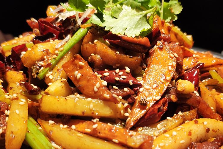 步步高这家干锅麻辣味知足,好吃到芹菜都不会剩