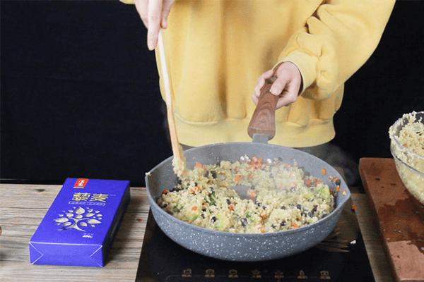 轻食藜麦虾仁饭,保持维密身材不需要理由!第六步