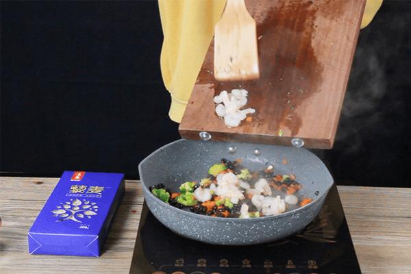 轻食藜麦虾仁饭,保持维密身材不需要理由!第五步