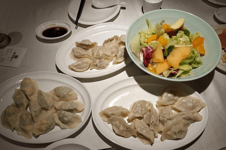 吃饺子绝对不能不吃的一家店,鲜虾水饺里面有2尾虾仁