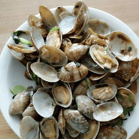美味的豆瓣酱辣炒花蛤