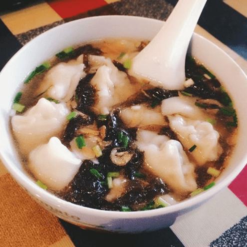 热腾腾的馄饨汤的做法