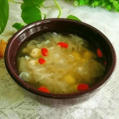 美味的百合莲子银耳汤