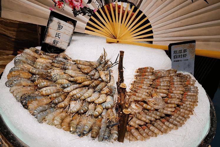 不限量鲜活鲍鱼和基围虾的自助餐厅,最低只要148元一个人