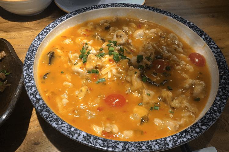 能吃到別樣的東南亞風味牛蛙的店,牛蛙酸甜可口百吃不膩!