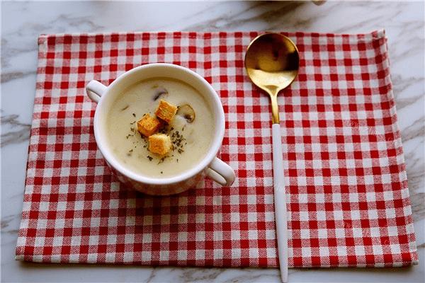 地道的法国菜——奶油蘑菇汤,汤汁超级浓郁第九步