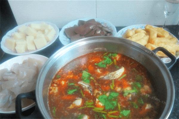 一定要召唤齐一家人一起吃的鱼头火锅,红红火火越吃越有第八步
