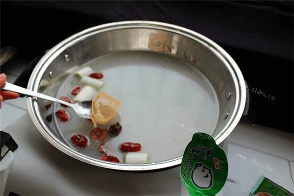 学会美味汤锅的做法,不出门就能吃到热气腾腾的汤锅第二步