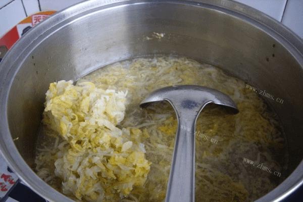 东北酸菜的做法——刺骨炖酸菜第十步