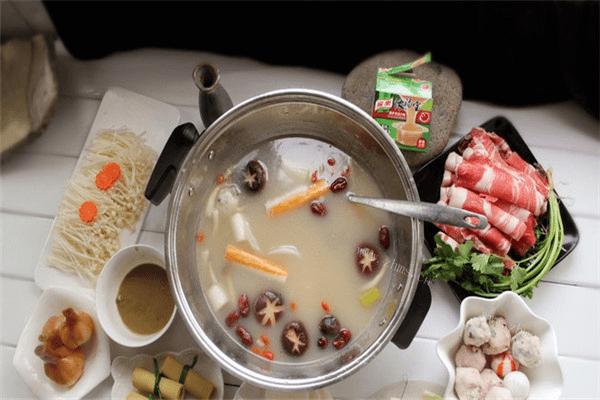 学会美味汤锅的做法,不出门就能吃到热气腾腾的汤锅第五步