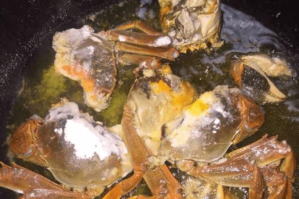 红烧螃蟹的做法第五步
