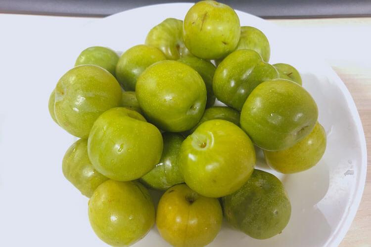在家里点了很多水果外卖,请问蓝莓李子可以一起吃吗?