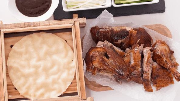 香酥的脆皮烤鸭吃过不能忘,回味无穷