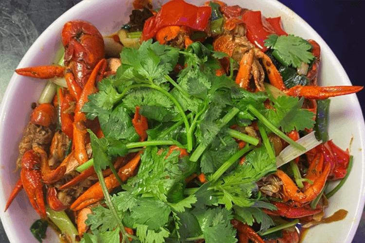 在家就能做的超好吃香辣小龙虾,夏日宵夜档必备第五步