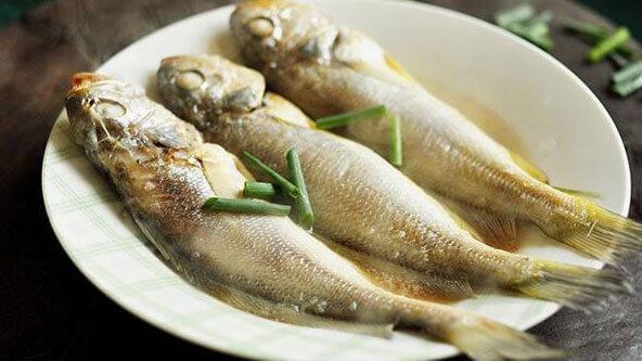 你喜欢吃吃小黄鱼吗?那一定不能错过,让人怀念的蒜苗烧小黄鱼