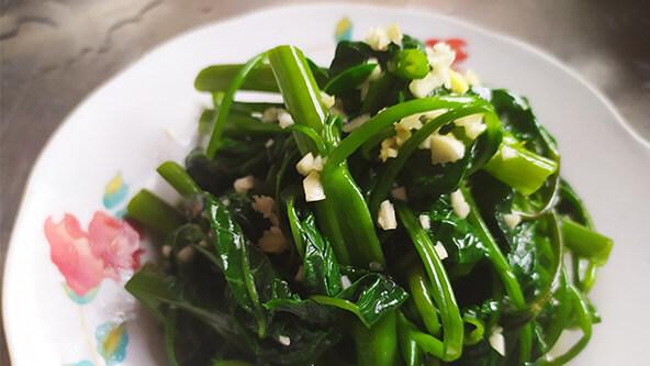藤菜的凉拌吃法:蒜泥空心菜