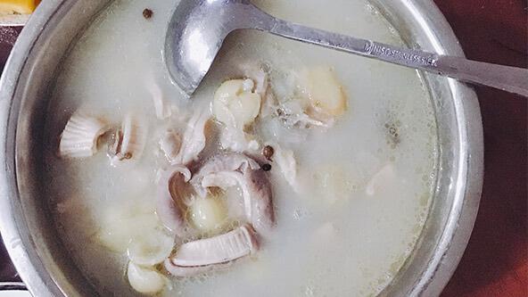 秋冬少不了美味的烏雞鮮豬肚湯