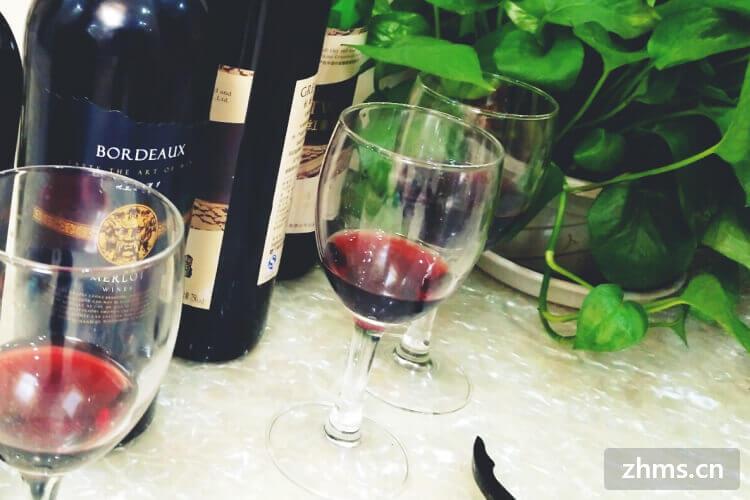 准备去超市购买葡萄酒回家庆祝,想知道哪种葡萄酒甜?