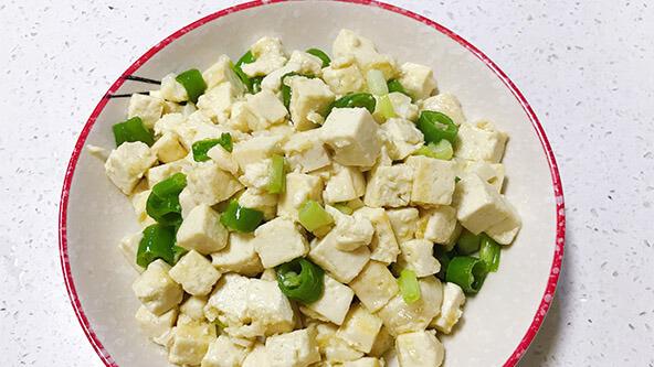 低油低盐的炒豆腐,老人小孩都能吃