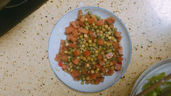 清淡降火菜首選火腿腸炒豌豆