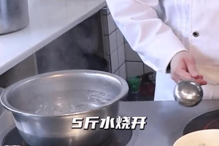 正宗的牛油味冒菜,试了才知道有多好吃!第二步