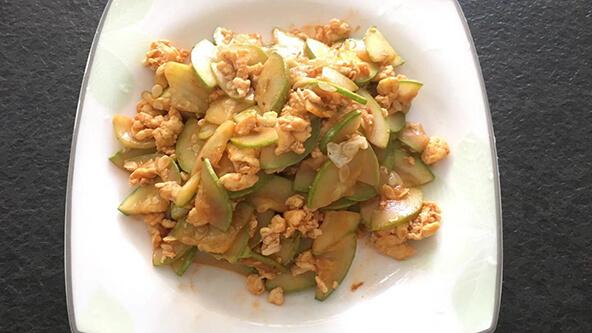 家常清爽小菜——西葫蘆炒雞蛋