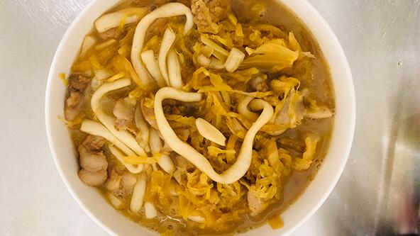 家里人都愛吃的酸菜燉粉條,湯都不會剩