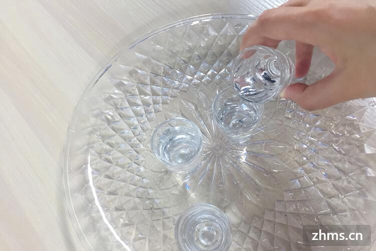 原浆白酒是不是好呢?泸州原浆锦藏铁盒浓香型白酒52度价格怎么