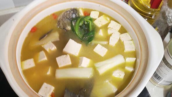 營養不失美味的鯽魚豆腐湯
