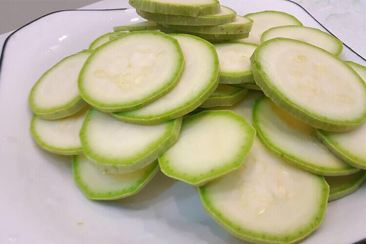听说角瓜和西葫芦都非常好吃,角瓜和西葫芦是一样的东西吗?