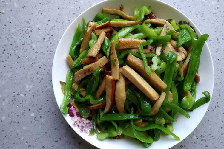 幾分鐘就能做出來的青椒炒素雞,比外賣好吃還健康