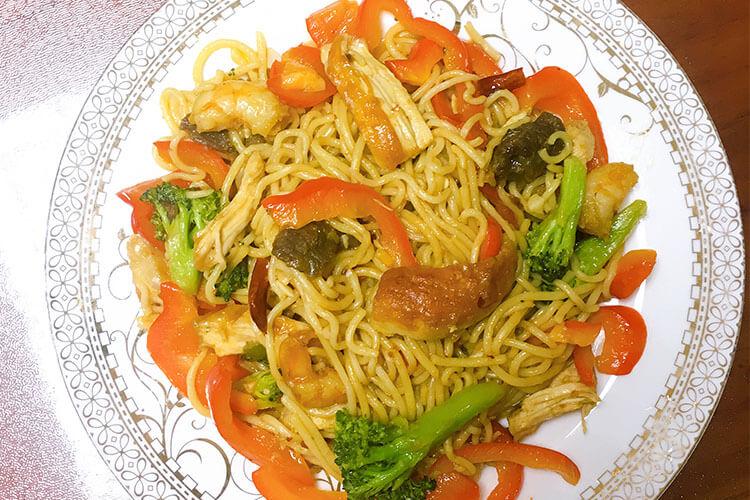 入门级西式料理:黑胡椒虾仁海鲜意面