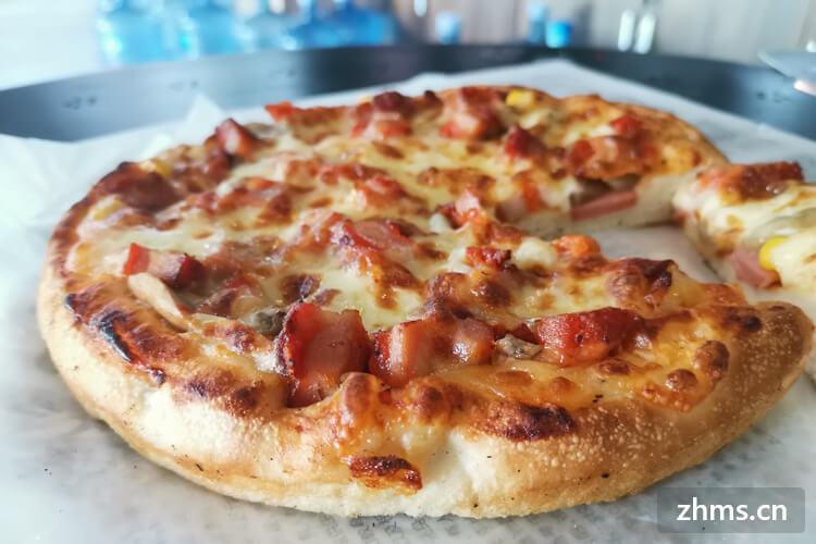 最近连吃了三天披萨,会不会发胖啊,问下披萨的热量是多少