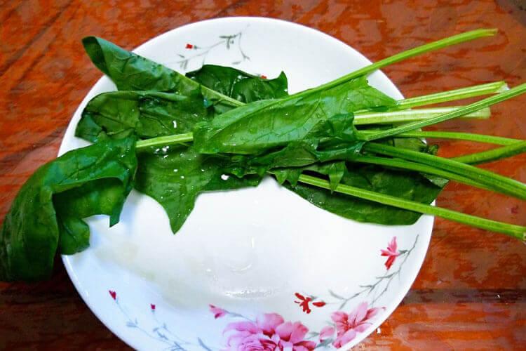 菠菜除了炒着吃还可以怎么吃,菠菜粉丝汤用焯菠菜吗?