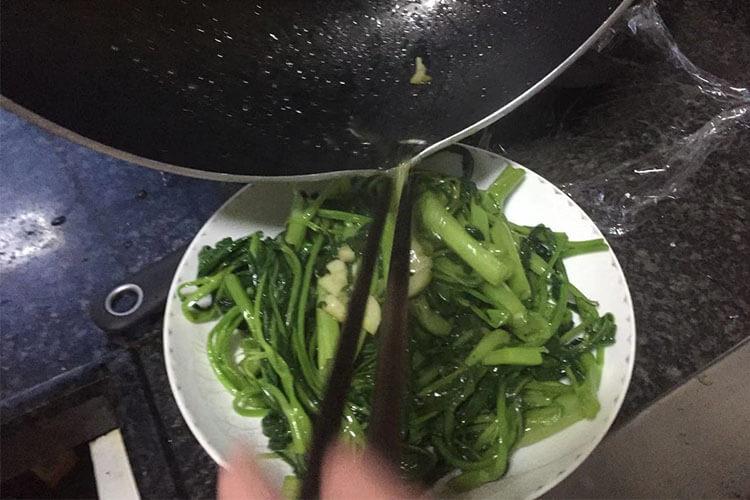 夏日绿色蔬菜不能少的炒空心菜超简单,2?#31181;?#23601;能学会