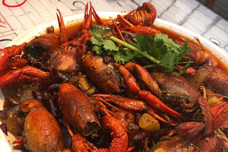 正是吃小龙虾的季节,湖北小龙虾江苏小龙虾哪个更好吃呢?