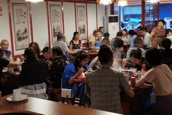 解放碑洞子老火锅加盟资讯:福建片区门店巡视进行中