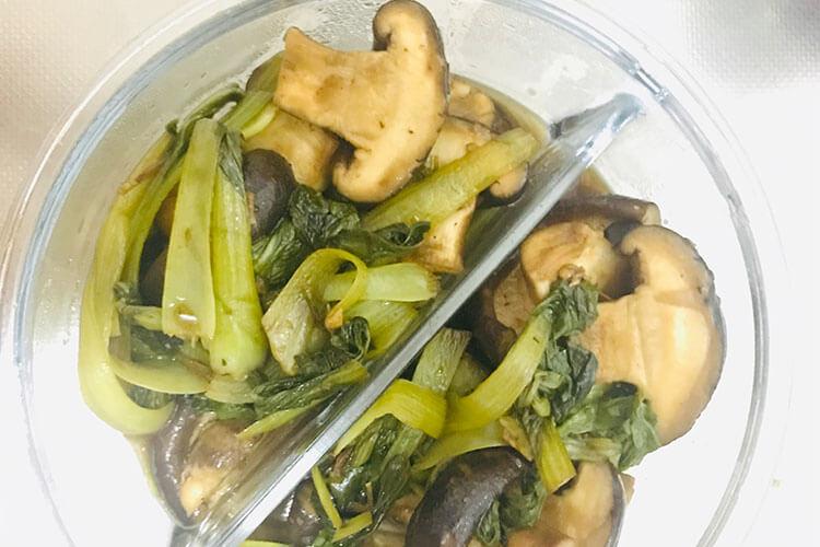 加點青菜炒香菇,美味出乎意料