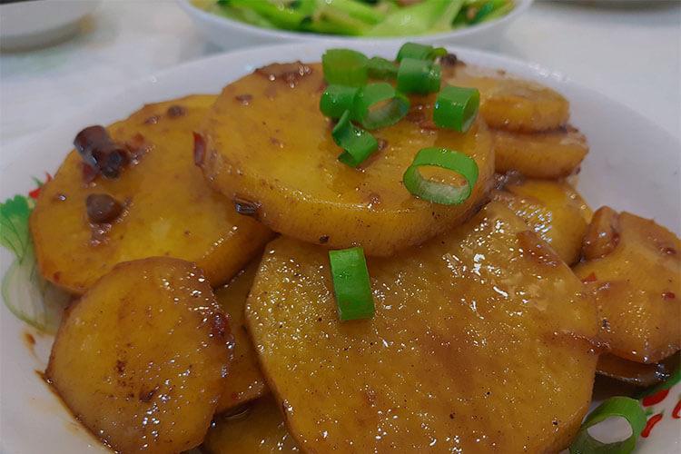 味道能秒杀干锅的红烧土豆片,厚切的土豆片对刀工没有任何要求
